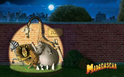 madagascar_characters_sneaking_out_from_zoo_wallpaper_-_1280x800